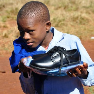 Uniforms distribution St Benedict school – Swaziland 2017
